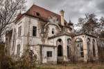 Picture of an abandoned derelict mansion