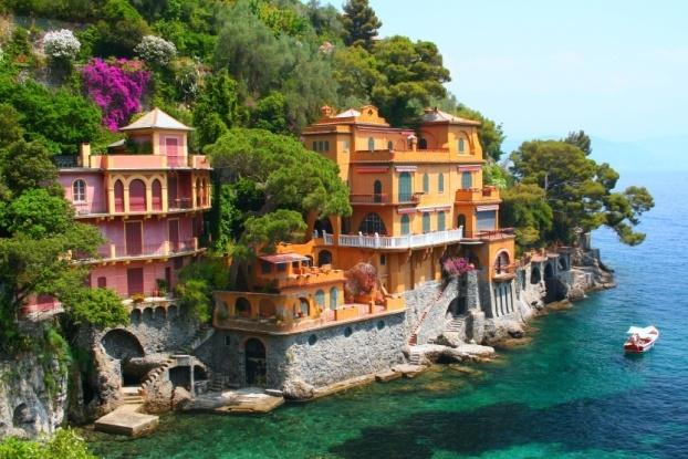 Picture of small Italian village